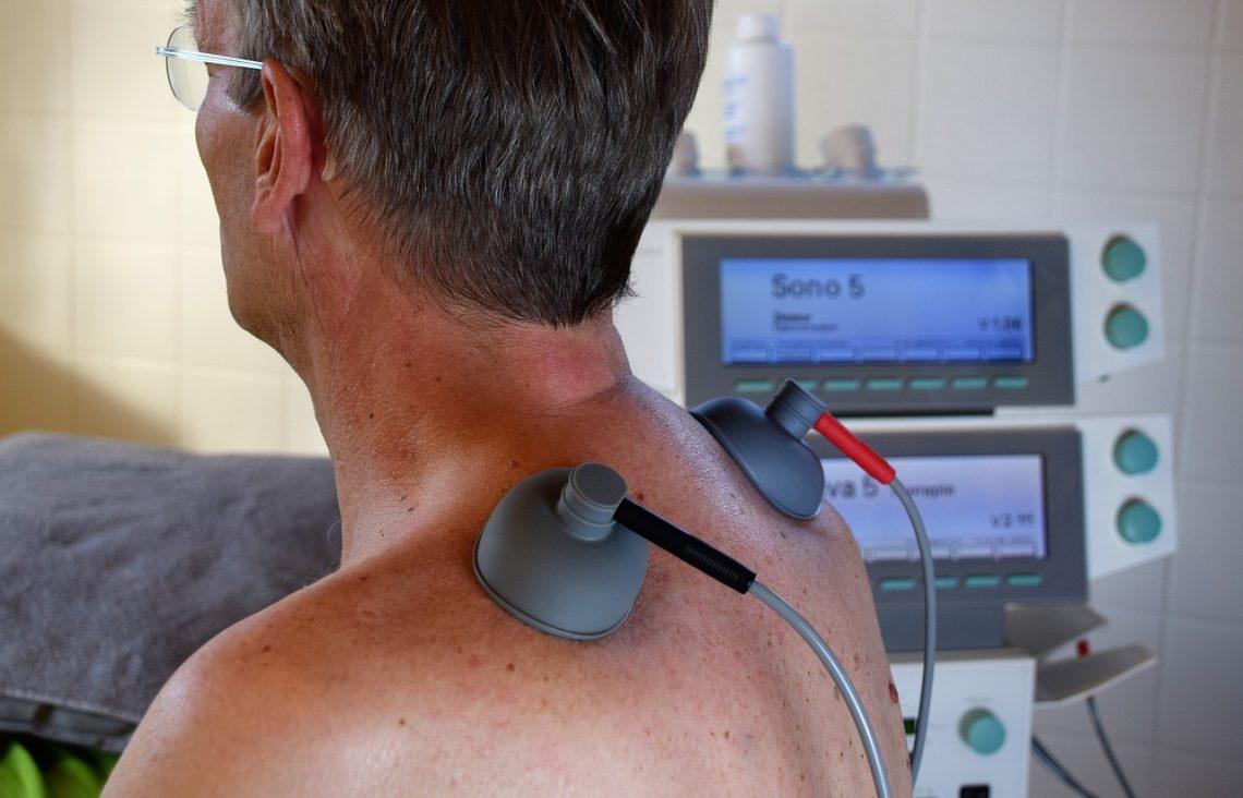 Обезболивание спины для пожилых людей